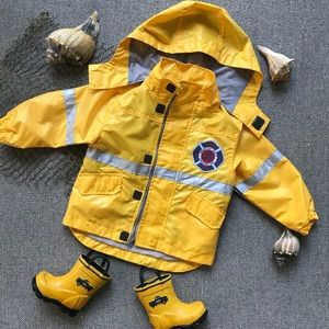☔Carter's rain jacket 2T